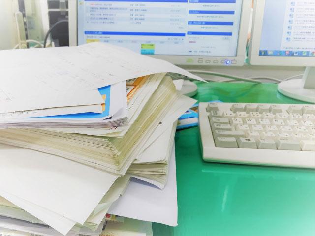 膨大な書類処理が営業を苦しめる